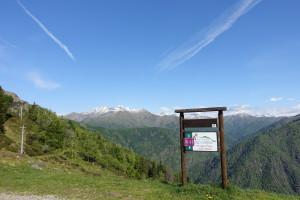 イタリアスイスの国境にあるアルプス